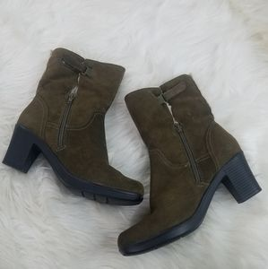 Clark Olive Green Suede Ankle Boot size 7